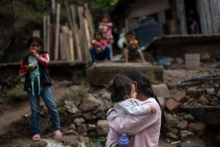 Pelastakaa Lapset -järjestön mukaan koronapandemia on edelleen pahentanut lapsiavioliittoihin ajavaa eriarvoisuutta, vaikka positiivinen kehitys lapsiavioliittojen vähentämiseksi oli pysähtynyt jo aiemmin. LEHTIKUVA/AFP