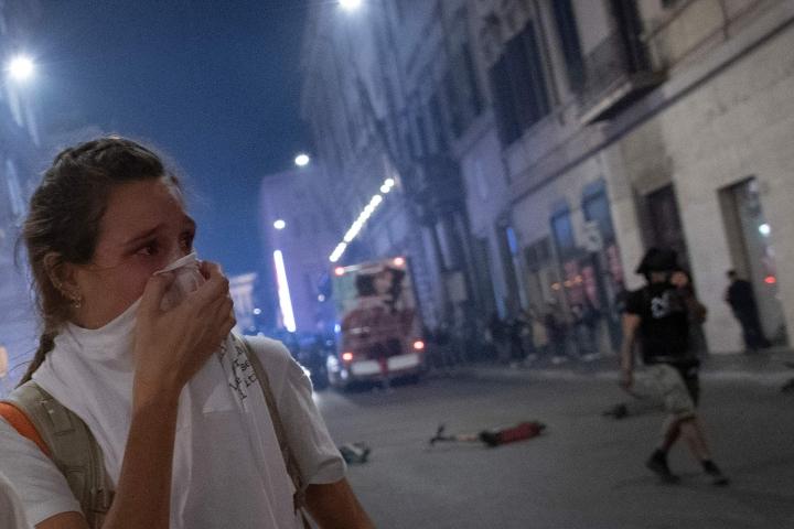 Poliisi käytti kyynelkaasua mielenosoittajia vastaan. LEHTIKUVA / AFP