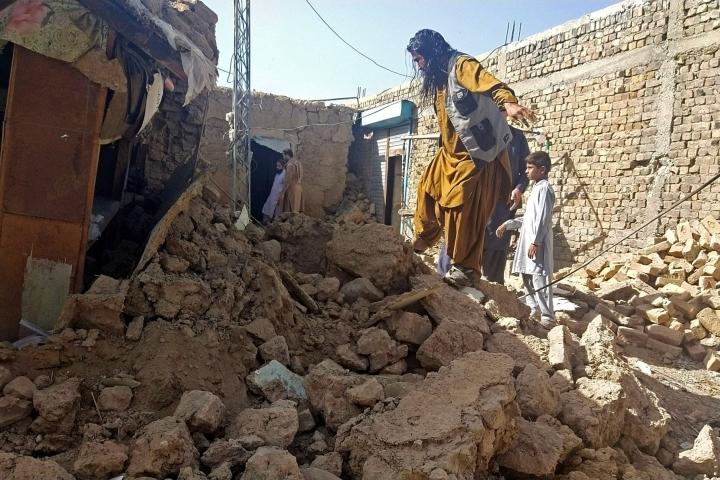 Pakistanin eteläosaan iski varhain torstaina maanjäristys. LEHTIKUVA/AFP