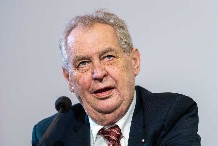 Tshekin mediassa on julkaistu epäilyjä, että presidentti Milos Zeman kärsisi maksasairaudesta. LEHTIKUVA / AFP