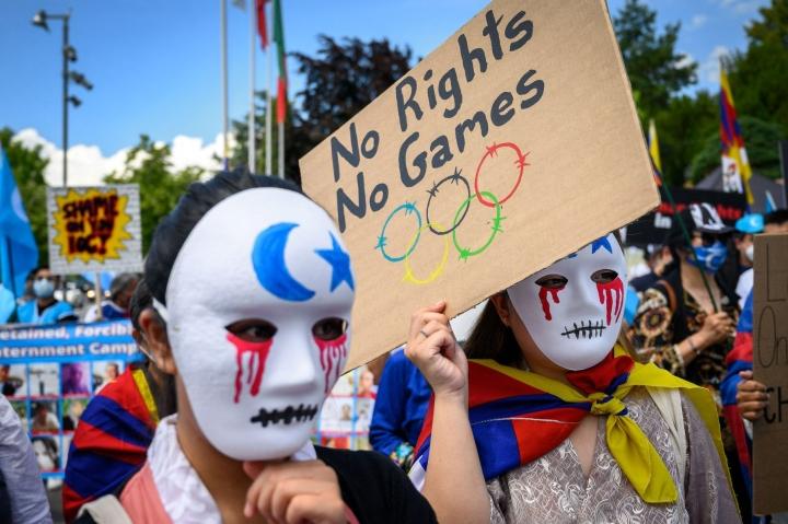 Mielenosoittajia Lausannessa 23. kesäkuuta. LEHTIKUVA/AFP