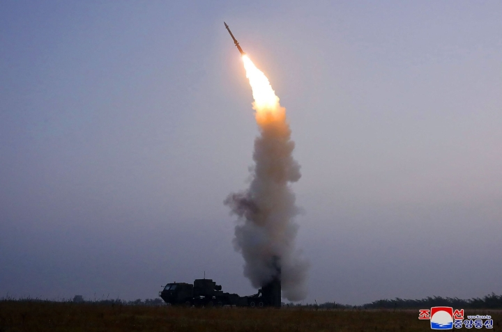 Pohjois-Korea on laukaissut jo useita ohjuksia viimeisen kuukauden aikana. LEHTIKUVA / AFP