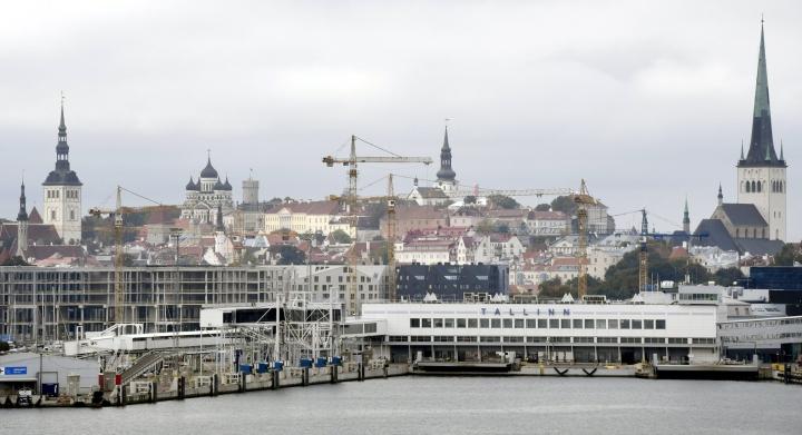Suomenlahden merivartiosto on aloittanut seitsemän ihmissalakuljetustutkintaa. Ihmisiä on tuotu muun muassa Virosta laivalla autojen takakonteissa. LEHTIKUVA / Heikki Saukkomaa