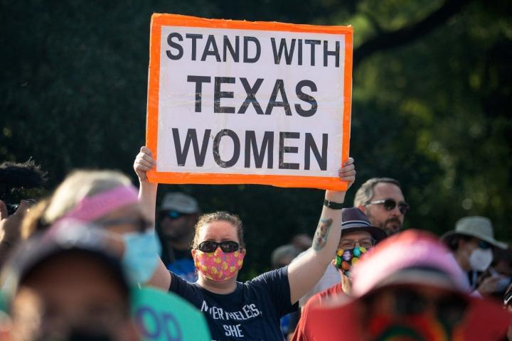 Texasin syyskuussa voimaan tullut aborttilaki on Yhdysvaltain tiukin. Se kieltää lähes kaikki abortit kuudennen raskausviikon jälkeen. LEHTIKUVA / AFP
