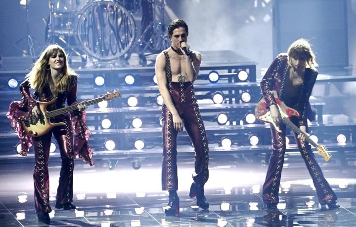 Italia pääsee isännöimään Euroviisuja voitettuaan kilpailun toukokuussa Hollannin Rotterdamissa. Italiaa edusti rock-yhtye Måneskin kappaleella Zitti e Buoni. LEHTIKUVA / HEIKKI SAUKKOMAA