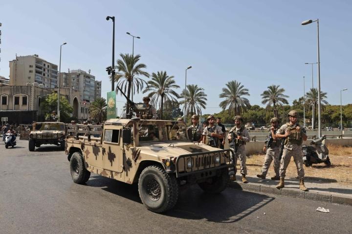 Libanonin armeijan sotilaita pääkaupunki Beirutin eteläosassa tänään. Lehtikuva/AFP