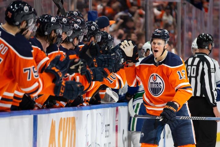 Edmontonin Jesse Puljujärvi juhli maalia. LEHTIKUVA / AFP