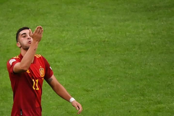 Espanja teki molemmat maalinsa ensimmäisen puoliajan aikana. Molemmat maalit saatteli verkkoon Espanjan 21-vuotias hyökkääjä Ferran Torres. LEHTIKUVA / AFP