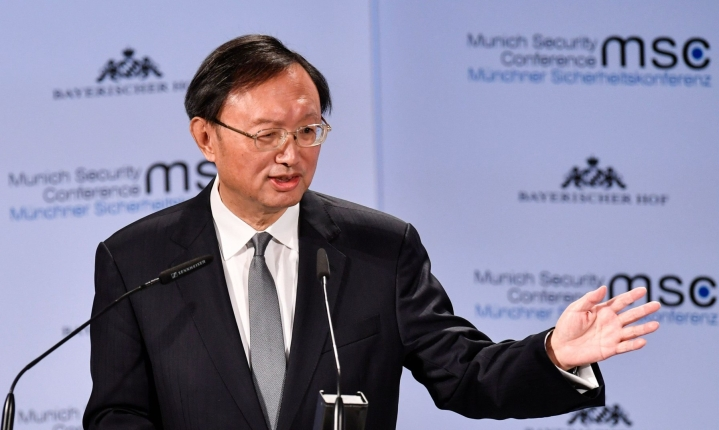 Sullivan ja Kiinan ulkoministerinäkin aiemmin toiminut Yang Jiechi tapaavat Zürichissä jatkaakseen presidenttien Bidenin ja Xi Jinpingin puhelimessa käymää keskustelua. LEHTIKUVA / AFP