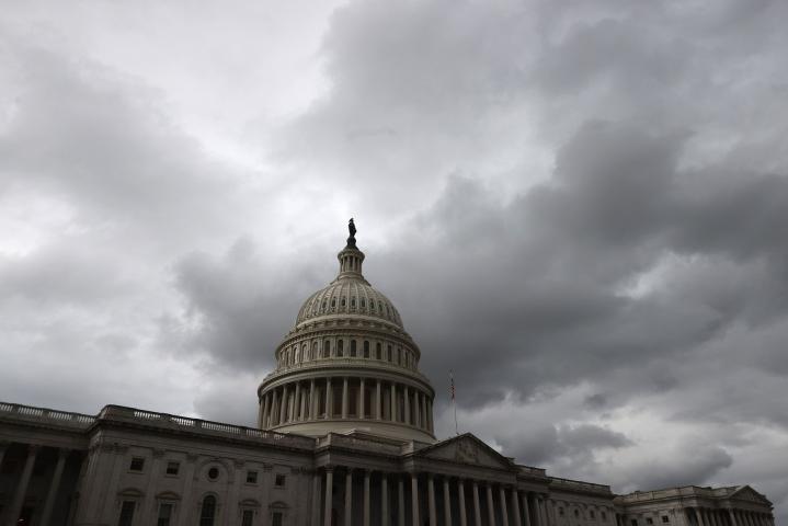 Velkakaton nostaminen joulukuuhun asti tarkoittaa sitä, että demokraateilla ja republikaaneilla voi olla jälleen muutamien viikkojen kuluttua edessään riita velkakatosta. Kongressi äänesti asiasta paikallista aikaa tiistaina. LEHTIKUVA/AFP