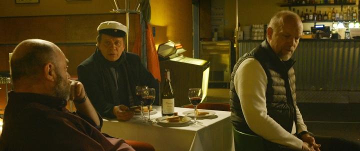 Mika Kaurismäen luottonäyttelijät Pertti Sveholm, Timo Torikka ja Kari Heiskanen tekevät vaikuttavat roolisuoritukset Yö armahtaa -elokuvassa.