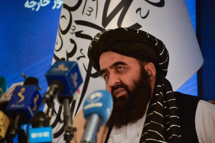 Afganistanissa vallan ottanut äärijärjestö Taleban on vaatinut oikeuteen afganistanilaistulkkeja, jotka ovat työskennelleet Hollannin palveluksessa. Kuvassa Talebanin ulkoministeri Amir Khan Muttaqi. LEHTIKUVA/AFP