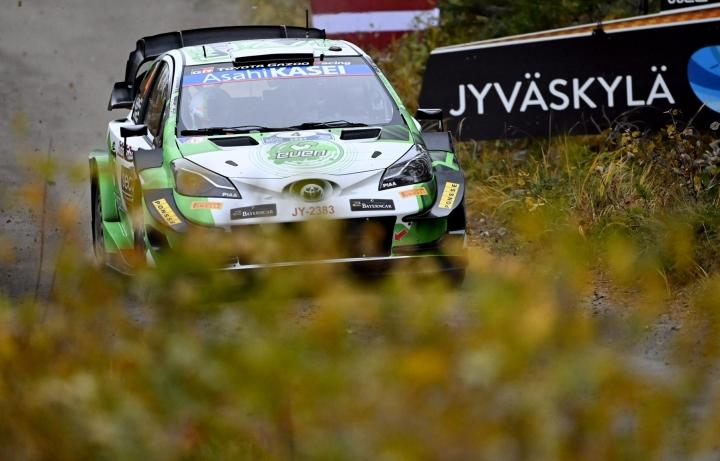 Esapekka Lappi palasi innoissaan WRC-auton rattiin  Keski-Suomen ralliteillä. LEHTIKUVA / JUSSI NUKARI