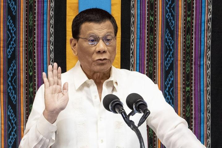 Duterte perusteli ratkaisuaan sanomalla, että filippiiniläisten keskuudessa häntä ei pidetä pätevänä ja että monien mielestä hänen varapresidenttiehdokkuutensa olisi perustuslain vastaista. LEHTIKUVA/AFP