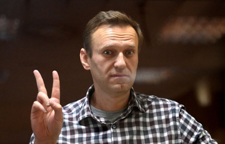 Oppositiovaikuttaja Aleksei Navalnyi myrkytettiin Venäjällä viime vuonna. Häntä hoidettiin myrkytyksen jälkeen Saksassa, minkä jälkeen hän palasi Venäjälle. Hän on ollut siitä lähtien vankilassa. LEHTIKUVA/AFP