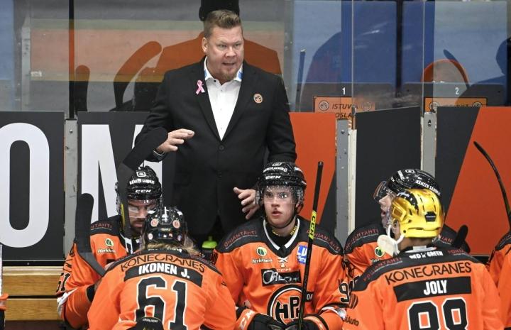 Viime kaudella Helsingin IFK:n pronssille johdattanut Jarno Pikkarainen aloitti Hämeenlinnassa päävalmentajauransa torstaina voitokkaasti.