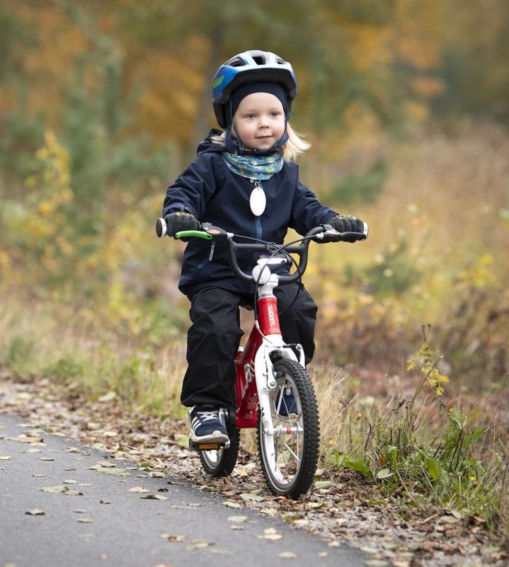 Kaarle Väärämäki aloitti potkupyörällä ajelun jo puolitoistavuotiaana, joten jo kaksivuotiaana hän ajoi tavallisella polkupyörällä.