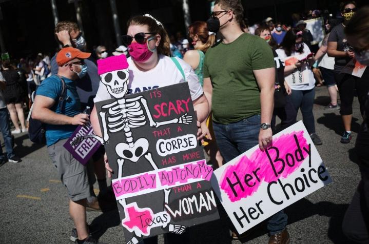 Washingtonissa mielenosoitukseen on osallistunut kaikenikäisiä – pääasiassa naisia, mutta myös miehiä. LEHTIKUVA/AFP