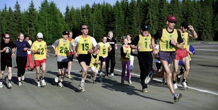Pyhäselän Urheilijoiden Kunniakierros keräsi takavuosina nykyistä enemmän osallistujia ja rahoittajia. Kuva vuodelta 2003.