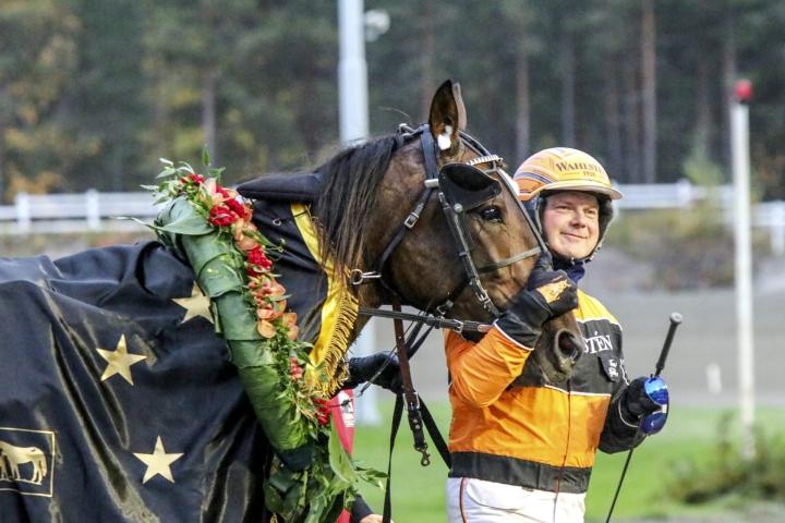 Planbeen voitto irtosi kolmivuotiaiden yli 2500 metrin matkojen uudella SE-ajalla 13,2a. LEHTIKUVA / Handout / Hippos / Juho Hämäläinen