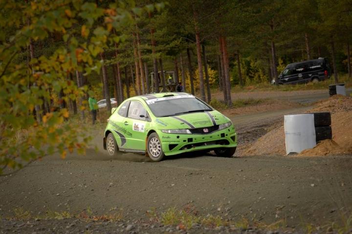 Keski-Karjalan Urheiluautoilijoiden Jani Lahtinen kaasutteli Honda Civicillään kaksivetoisten luokassa kuudenneksi. Arkistokuva tämän vuoden Kiteen SM-sprintistä.