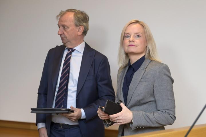 Liike Nyt on liittynyt mukaan perussuomalaisten välikysymykseen maahanmuutosta. Kuvassa Liike Nytin puheenjohtaja Harry Harkimo (vas.) ja perussuomalaisten puheenjohtaja Riikka Purra. LEHTIKUVA / Vesa Moilanen