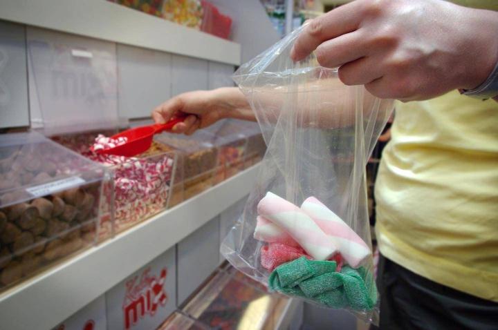 Terveysjärjestöt ovat esittäneet, että terveysperusteinen vero koskisi elintarvikkeita, joilla on korkea sokeri- tai suolapitoisuus tai korkea kovan rasvan pitoisuus.