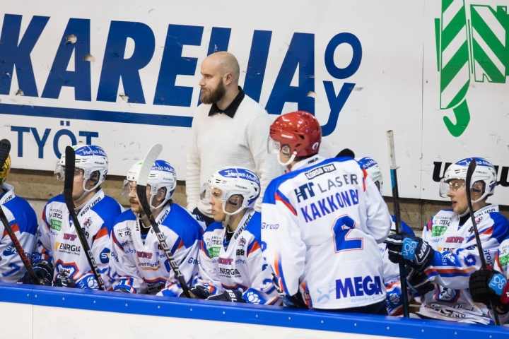 Niko Eronen toimi kaudella 2019-2020 KeuPa HT:n päävalmentajana.