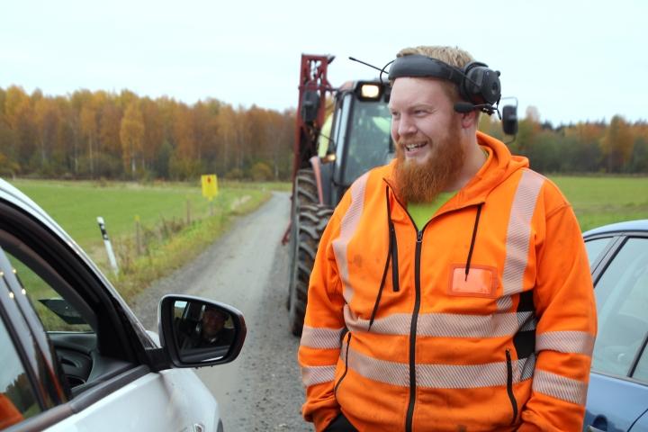 Heikki Raerinteellä on iso lypsykarjatila alueella, jolla ei saa edes karkottaa valkoposkihanhia.