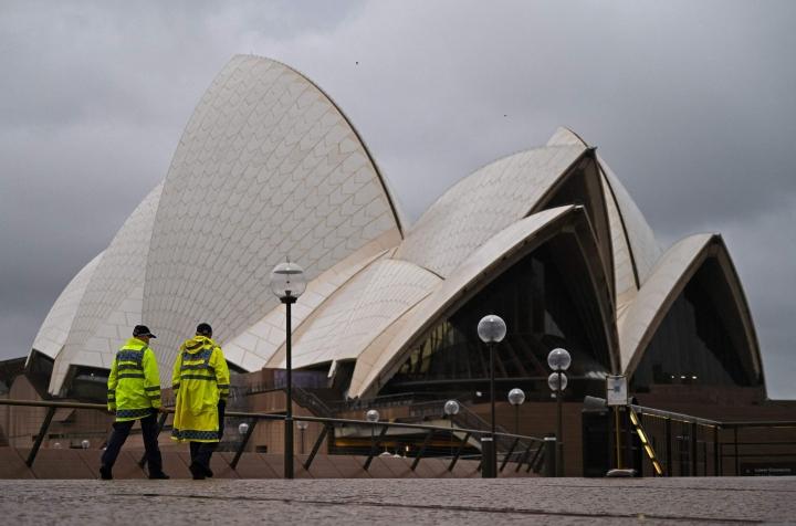 Australian suurimman kaupungin Sydneyn yli kolme kuukautta kestänyt koronasulku on päättynyt täysin rokotetuille. Muille on yhä voimassa koronasulun aikaiset rajoitukset.