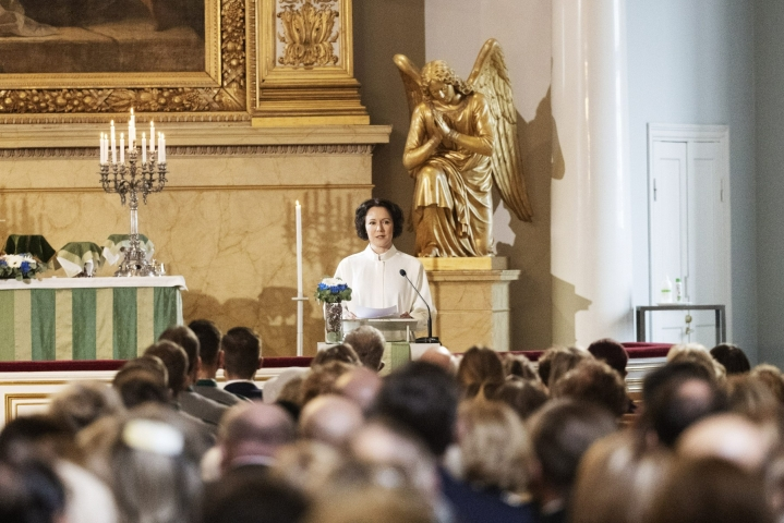Tasavallan presidentin puoliso Jenni Haukio piti saarnan Lotta Svärd 100 -juhlavuoden juhlamessussa Helsingin tuomikirkossa. LEHTIKUVA / RONI REKOMAA