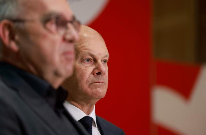 Keskiviikkona SPD, vihreät ja FDP kuitenkin kertoivat käynnistävänsä neuvottelut koalitiohallituksesta. LEHTIKUVA / AFP