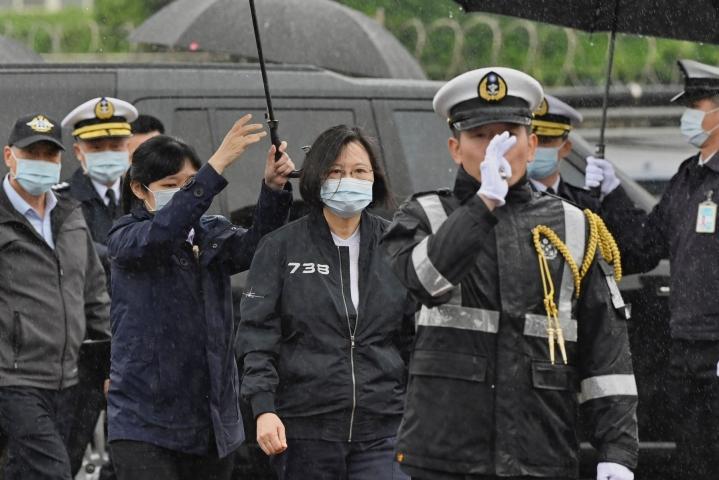 Presidentti Tsai Ing-wen piti puheensa Taiwanin kansallispäivänä. Kuva laivastovierailulta maaliskuussa. LEHTIKUVA / AFP