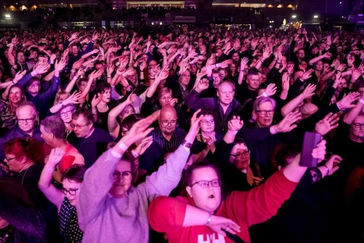 Vuonna 2018 Joensuun areenassa pikkujouluja juhli kerralla noin 5000 ihmistä.