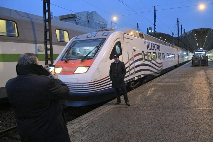 VR aikoo kertoa Allegro-junien tulevista aikatauluista ensi viikon alussa. Kuvassa Allegro Helsingin rautatieasemalla 18. maaliskuuta 2020. LEHTIKUVA / MARKKU ULANDER