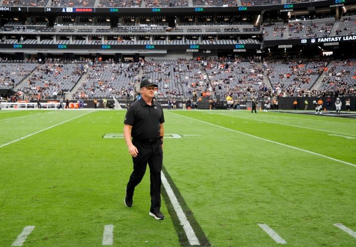 Las Vegas Raidersin päävalmentaja Jon Gruden on eronnut tehtävästään rasistisista, naisia halventavista ja homovastaisista kommenteistaan heränneen kohun seurauksena. LEHTIKUVA / AFP