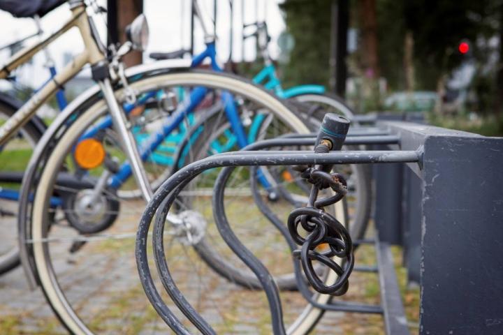 Omaisuusrikoksista, kuten polkupyörävarkauksista, tehtyjen sähköisten rikosilmoitusten määrä on kasvanut voimakkaasti.