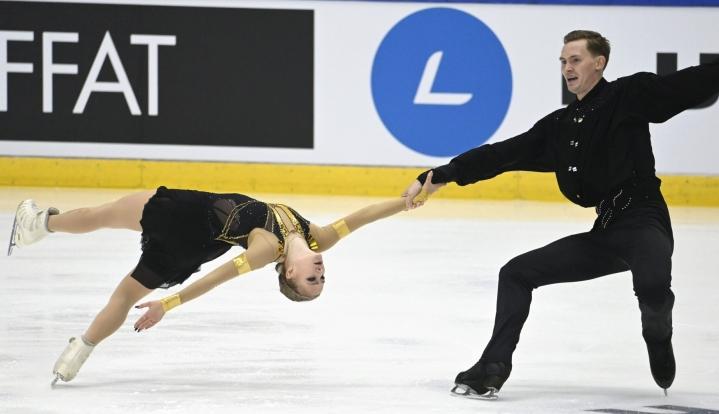 Väänänen ja Akulov saivat lyhytohjelmastaan 38,01 pistettä. LEHTIKUVA / Heikki Saukkomaa