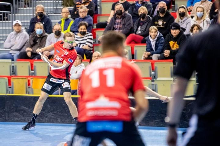 Josban numerolla 10 pelannut Fetja Naakka (vas.) nakutti hattutempun Soittorasiaa vastaan. Numerolla 11 pelannut Jere Kaartinen saalisti kaksi syöttöpistettä.