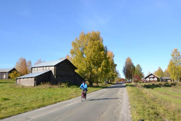 Runokylään vievän tien varrella sijaitseva vanha riihi on osa Parppeinvaaran maisemaa.