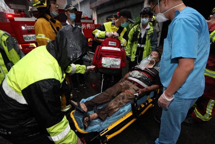 Taiwanissa Kaohsiungissa syttyneessä palossa loukkaantui kymmeniä ihmisiä. LEHTIKUVA/AFP