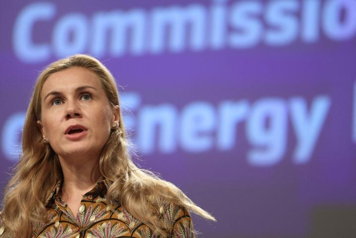 Energiakomissaari Kadri Simsonin mukaan tässä vaiheessa on tärkeää tukea haavoittuvassa asemassa olevia kuluttajia sekä eurooppalaisia yhtiöitä. LEHTIKUVA/AFP