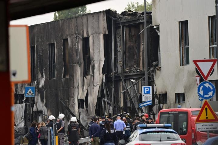 Kone osui rakennukseen, joka oli remontin vuoksi tyhjillään. LEHTIKUVA/AFP