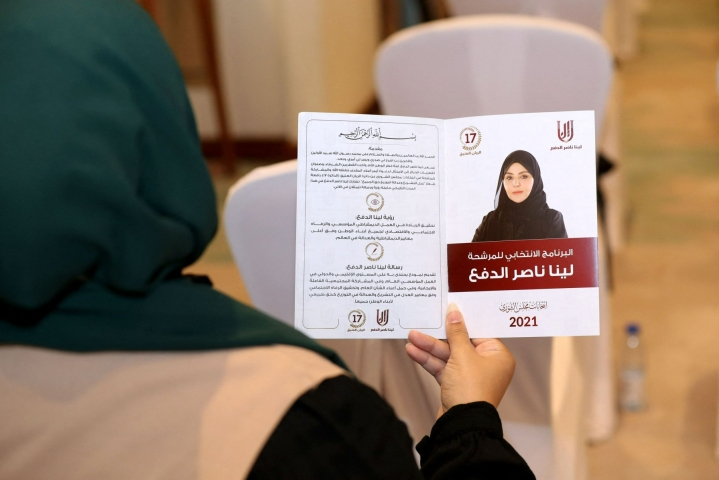 Vaalien alla etenkin naisehdokkaat ovatkin nostaneet keskusteluun Qatarin jäykän kansalaisuusjärjestelmän sekä naisia koskevat holhoussäännöt, joiden mukaan naisilla täytyy olla miehen lupa hoitaa arkisiakin askareita. LEHTIKUVA/AFP
