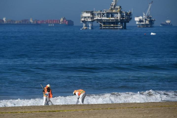 Mereen arvioidaan päätyneen lähes puoli miljoonaa litraa öljyä Kaliforniassa Yhdysvalloissa. LEHTIKUVA / AFP