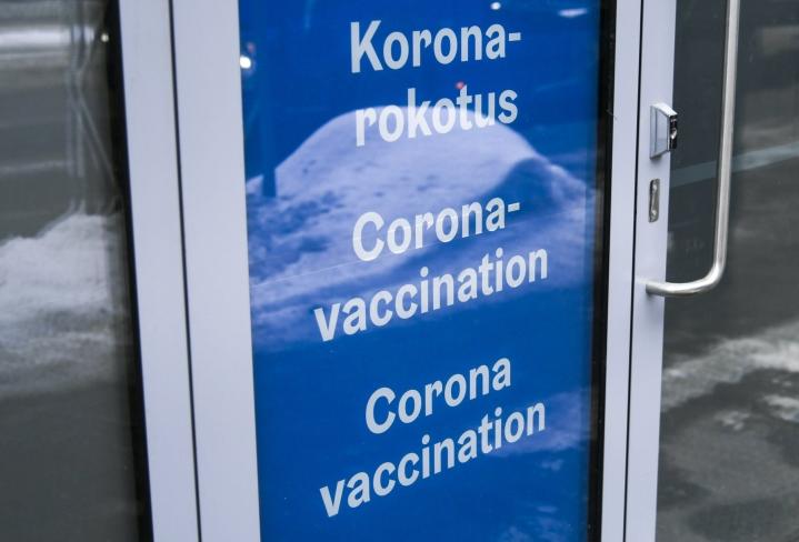 Koronarokotukset ovat esillä tänään kansallisen rokotusasiantuntijaryhmän (KRAR) kokouksessa. LEHTIKUVA / Markku Ulander