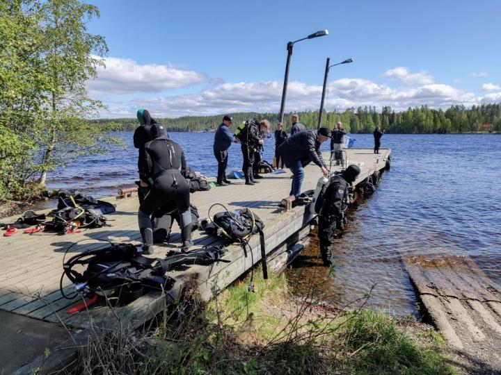 Laitesukelluksen peruskurssin allasharjoitukset tehtiin tänäkin vuonna koronan takia Häikänniemessä avovedessä.