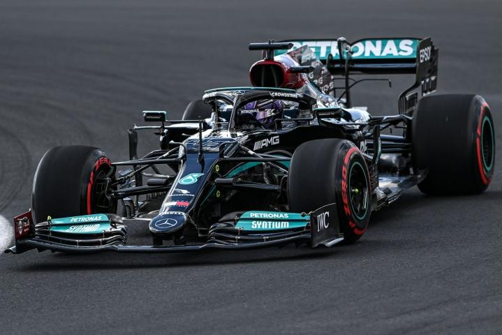 Formula 1:n MM-sarjaa johtava Lewis Hamilton oli Mercedeksellä Turkin gp:n ensimmäisten harjoitusten nopein. LEHTIKUVA/AFP