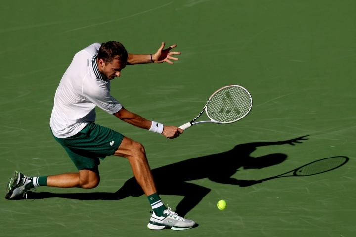 Daniil Medvedev (kuvassa) perusteli oman turnauksensa päättymistä fyysisillä vaivoilla. LEHTIKUVA / AFP