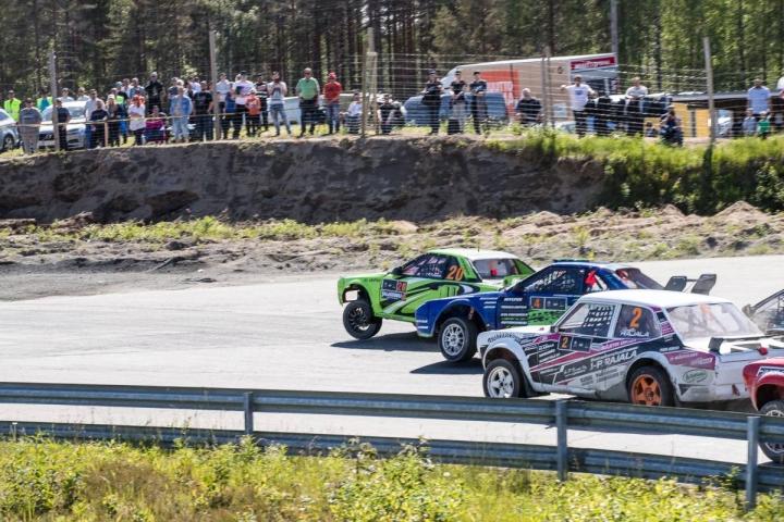 Ylämyllyn moottoriradalla on järjestetty kisoja jo usean vuosikymmenen ajan. Kuva vuodelta 2019 rallicrossin SM-osakilpailusta.